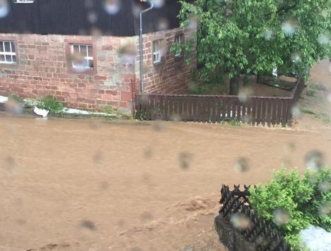 Unwetter sorgt für Überschwemmungen thumbnail
